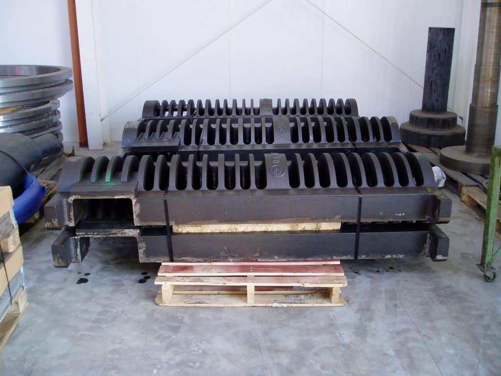 Billedet viser nogle riste, der går under kategorien stålstøbegods